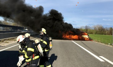 Fahrzeugbrand auf der Autobahn