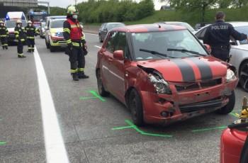 Autobahnunfall mit mehreren Fahrzeugen