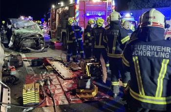 Schwerer Verkehrsunfall mit 2 Toten auf der Autobahn