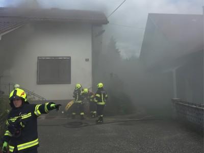 Großeinsatz wegen Brand in Wohnhaus