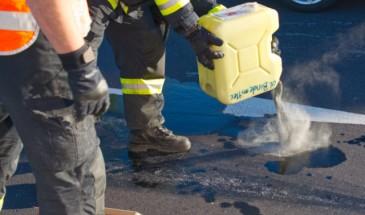 Ölbindearbeiten nach Verkehrsunfall